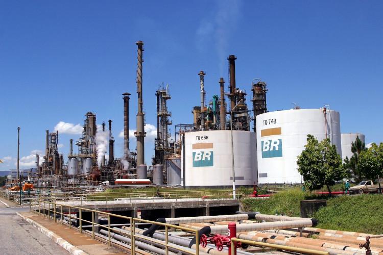 Julgamento que pode impedir venda das refinarias da Petrobrás continua nesta quinta (01/10) - Notícias | FNP - Federação Nacional dos Petroleiros